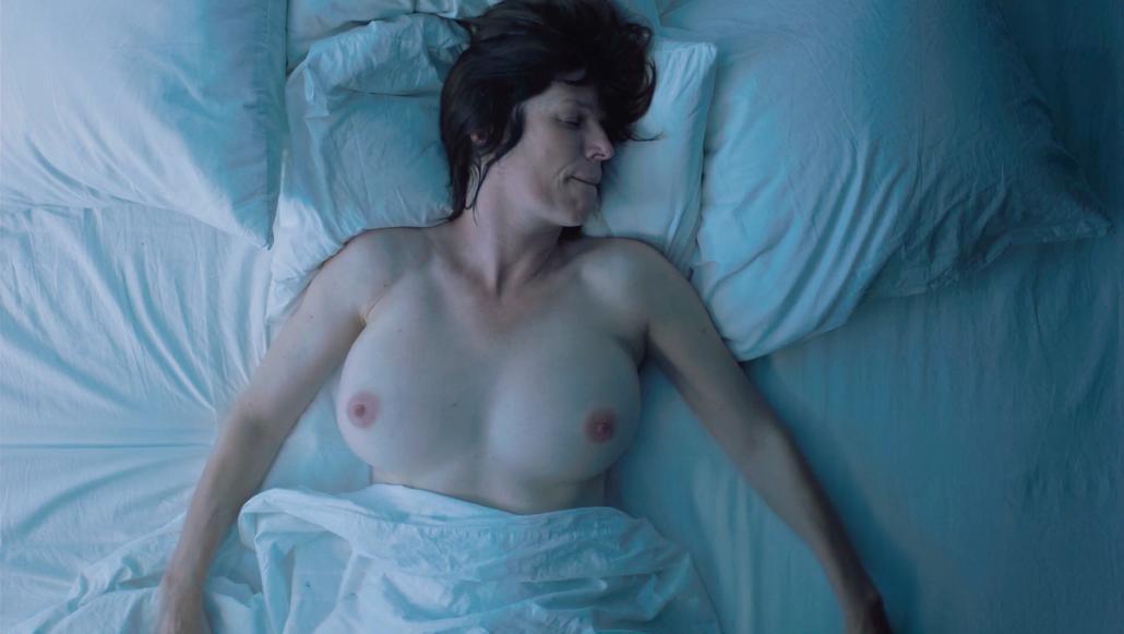 Benson nackt Laura  Free Laura