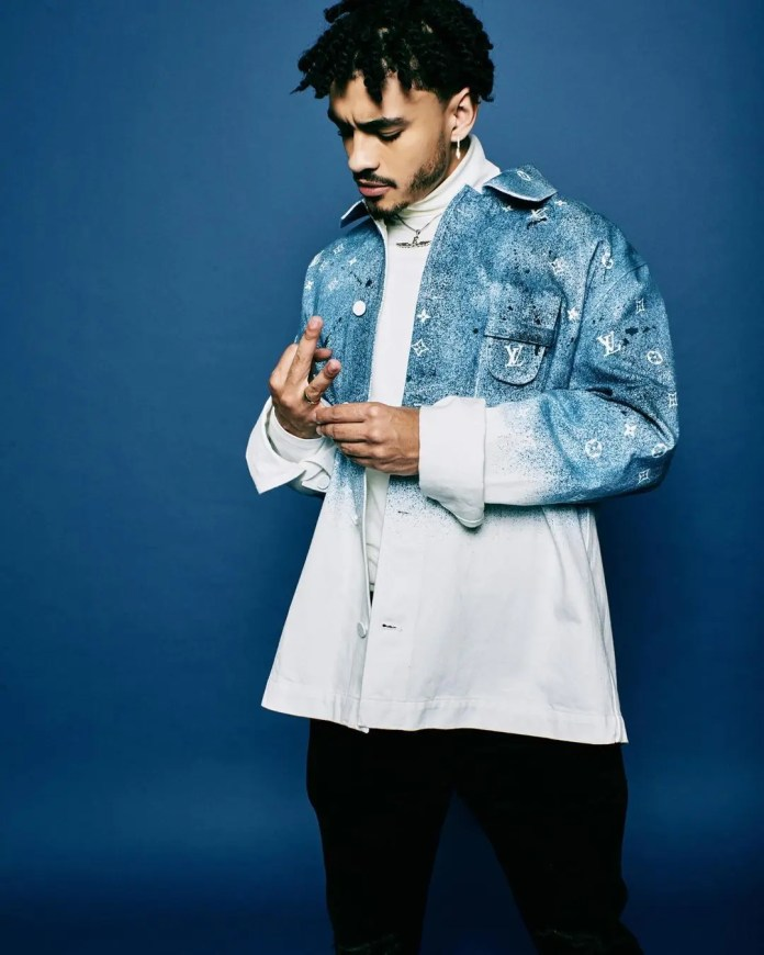 Shane Eagle shows off his bling – Video
