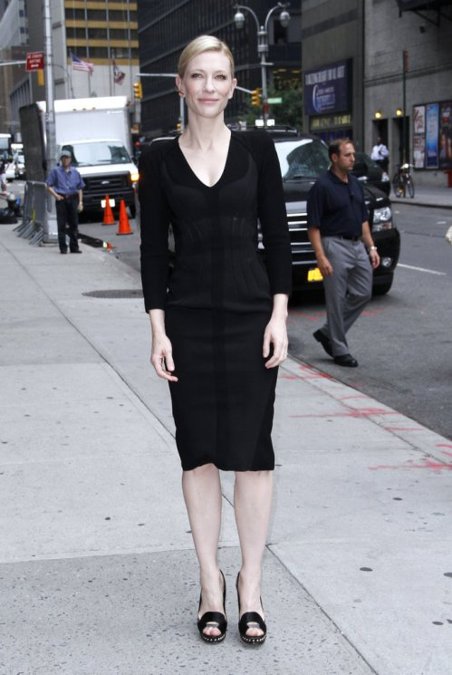 Cate-Blanchett-made-her-way-David-Letterman-studio