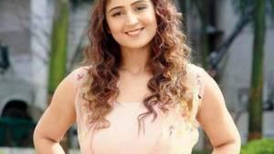 Dhvani Bhanushali Biography, Age, Height, Wiki, Boyfriend, Family