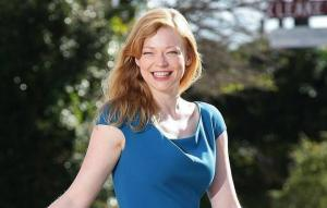 Sarah Snook Height, Weight, Age, Wiki, Biography, Net Worth, Facts