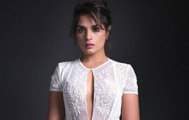 Richa Chadda Age, Boyfriend, Bio, Height, Measurements, Dress, Feet Size