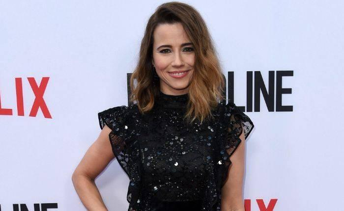 Linda Cardellini Height, Weight, Age, Wiki, Biography, Net Worth, Facts