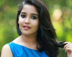 Anikha Surendran Height, Weight, Age, Wiki, Biography, Boyfriend, Family