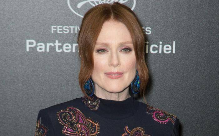 Julianne Moore Lifestyle, Wiki, Net Worth, Income, Salary, House, Cars, Favorites, Affairs, Awards, Family, Facts & Biography