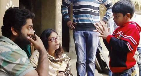 Koel Roy and Arijit Singh with their son during the shooting
