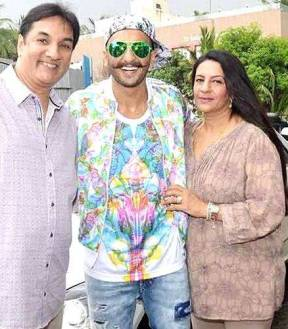 Jagjit Singh Bhavnani with his wife and son