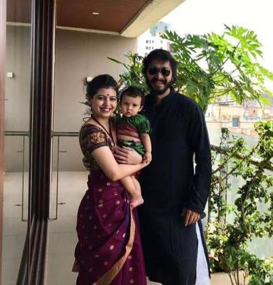 Deepti Talpade and Shreyas Talpade with their daughter Aaadya