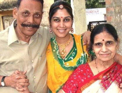 Sakshi Tanwar with his parents