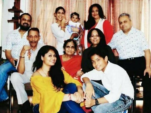 Sakshi Tanwar with his family