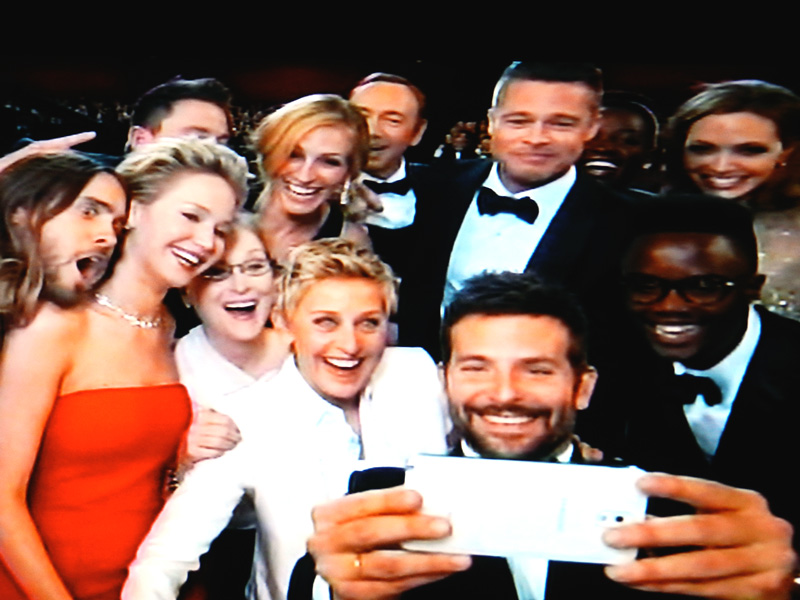Ellen's Oscar selfie in the making