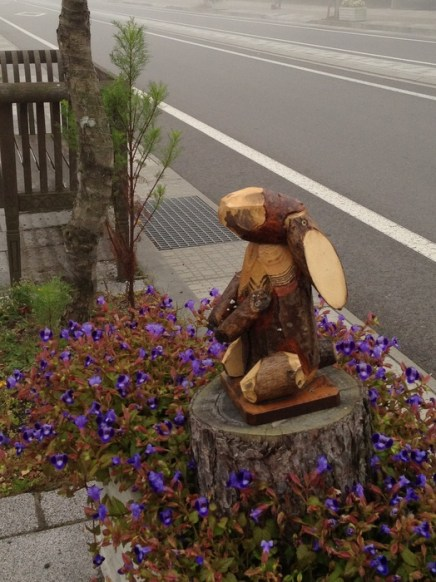 Many cute sidewalk statues!
