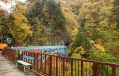 Atobiki Bridge - 64m above the river