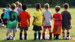 Sportslige barn som har vært med på dugnad for å reise på cup