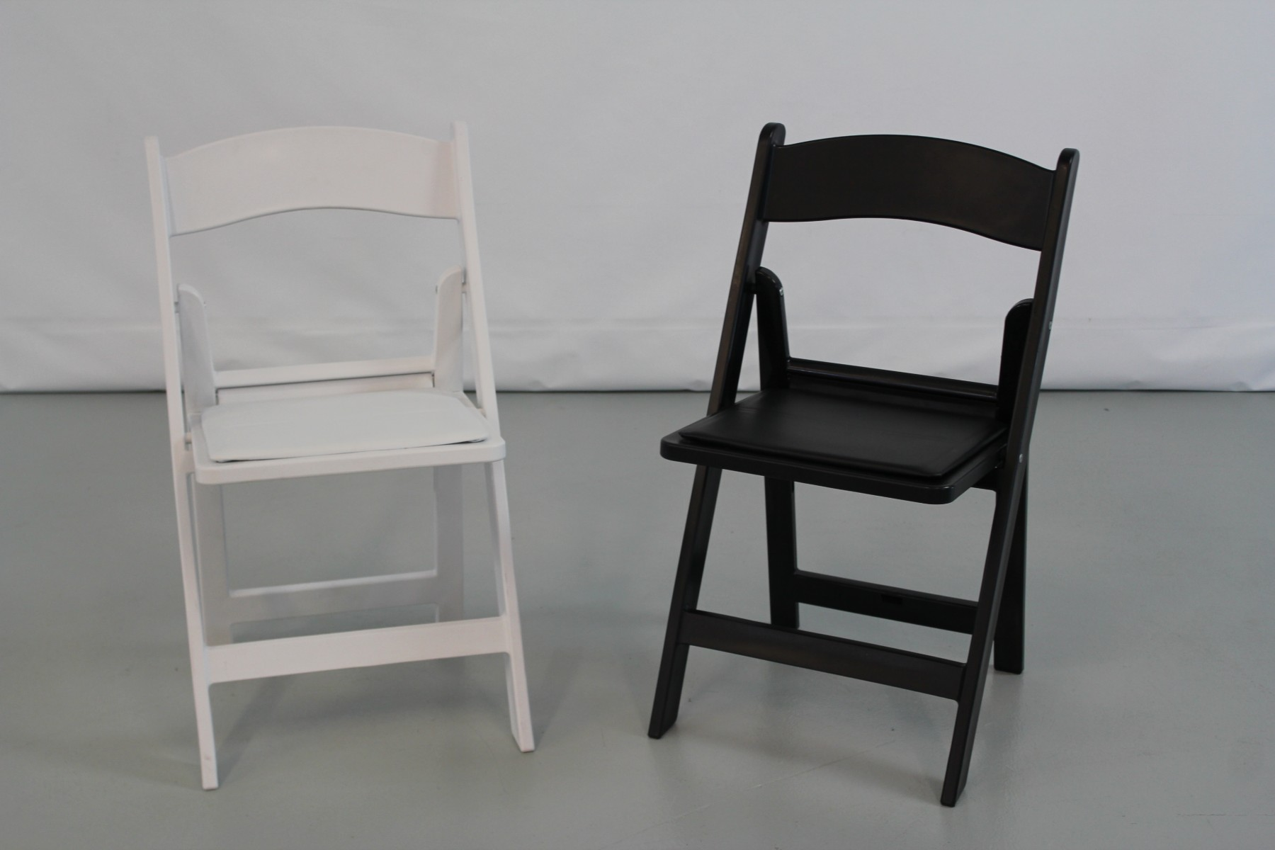 Resin Folding Chairs Oxford White Resin Folding Chair Pallet Folding Chairs