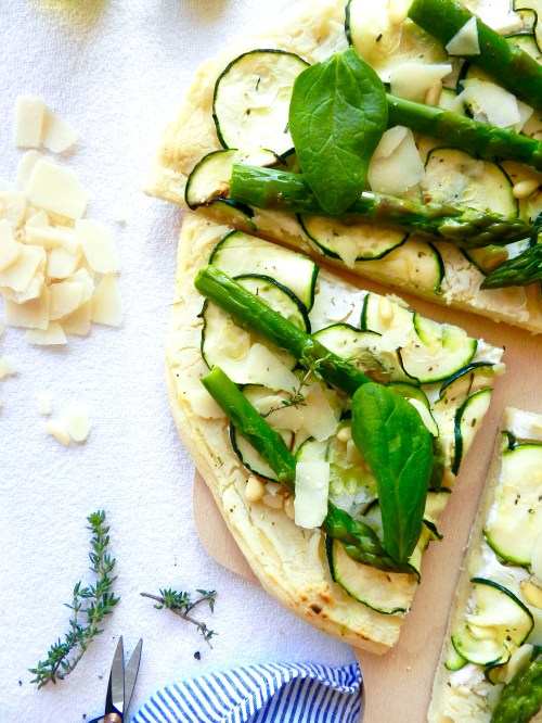Pizza blanche ( courgettes, asperges, ricotta )