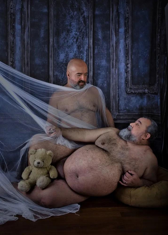 Deux hommes ours en duo couple nu artistique