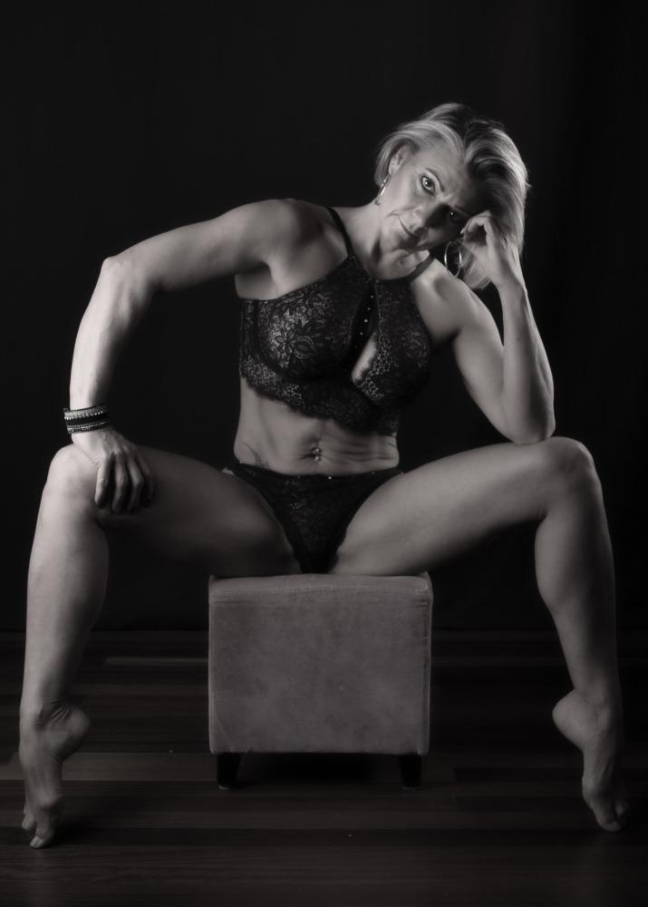 femme en lingerie clair obscur séance photo femme photographe