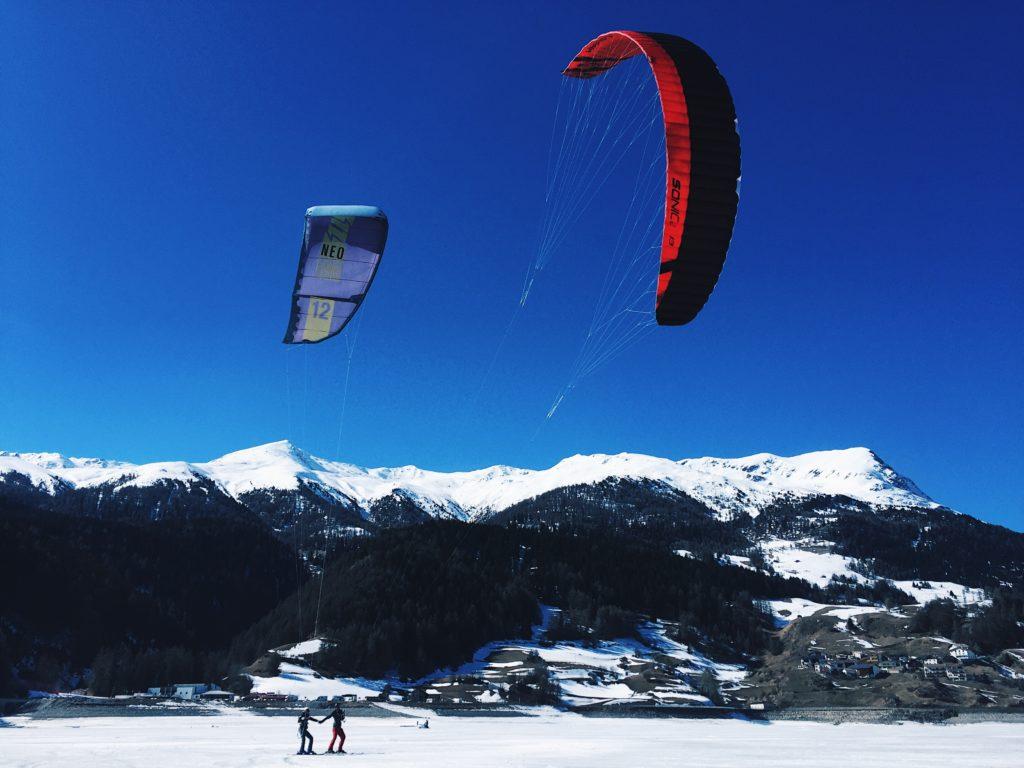 snowkiten reschensee italien kitesurfcouple