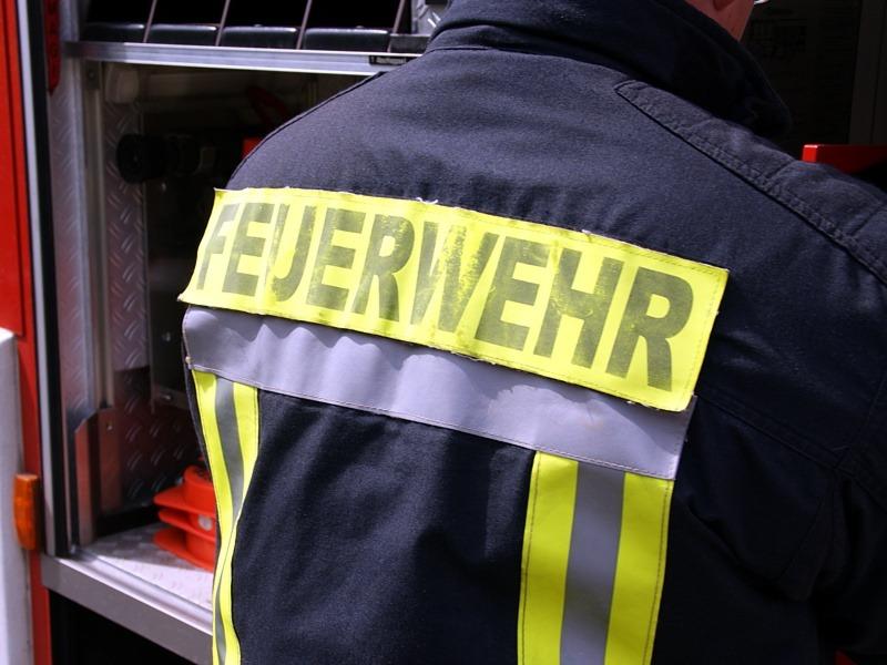 Carportbrand in Scheuen – Feuerwer verhindert Brandausbreitung *** aktualisiert