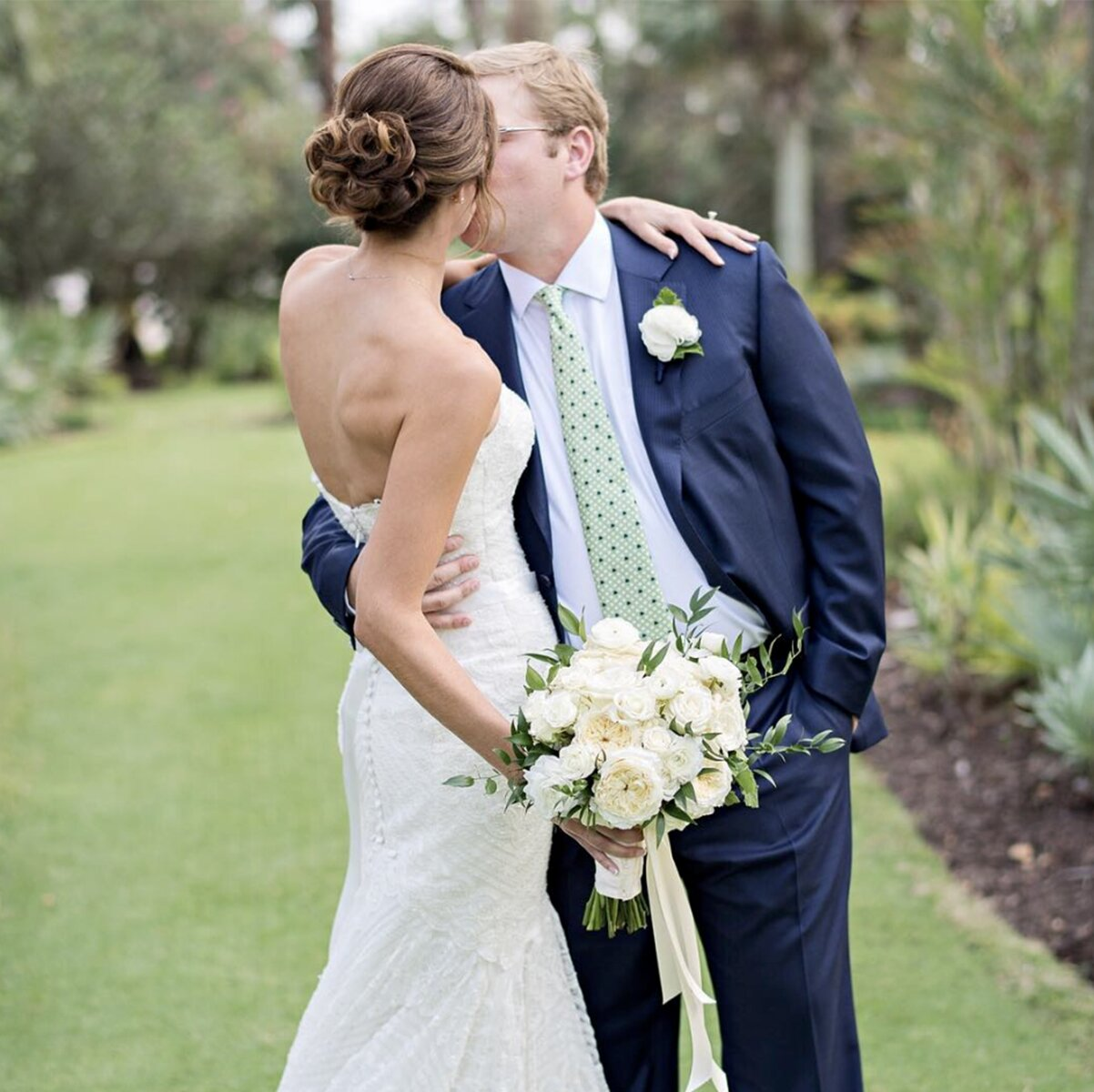 sydney-wedding-flower-packages-prices-affordable-bride-bouquet