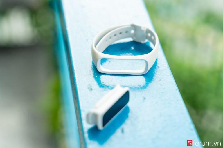 Sforum - Trang thông tin công nghệ mới nhất tren-tay-samsung-galaxy-fit-e-14 Trên tay Samsung Galaxy Fit E: Thiết kế nhỏ gọn, trẻ trung, có cảm biến nhịp tim, giá 990K
