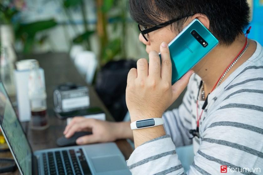 Sforum - Trang thông tin công nghệ mới nhất tren-tay-samsung-galaxy-fit-e-22 Trên tay Samsung Galaxy Fit E: Thiết kế nhỏ gọn, trẻ trung, có cảm biến nhịp tim, giá 990K