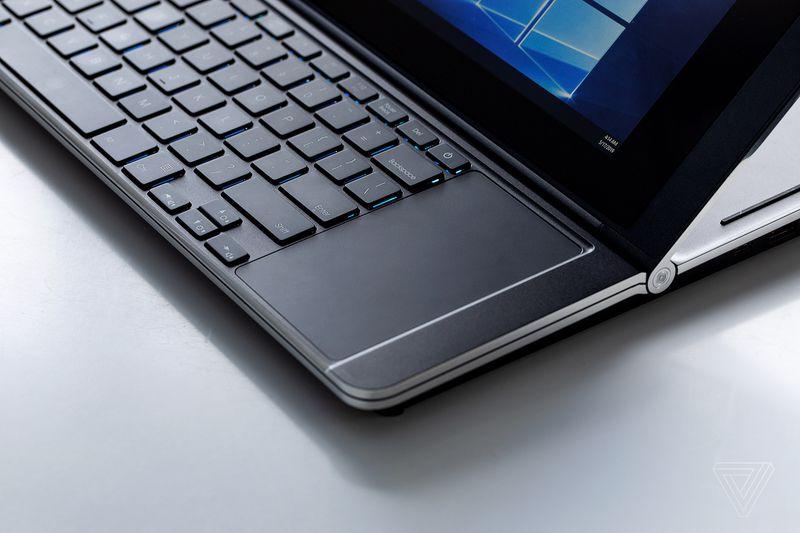 Sforum - Trang thông tin công nghệ mới nhất vpavic_190516_3439_0060 Trên tay nhanh laptop gaming đến từ Intel: Thiết kế mới với 2 màn hình