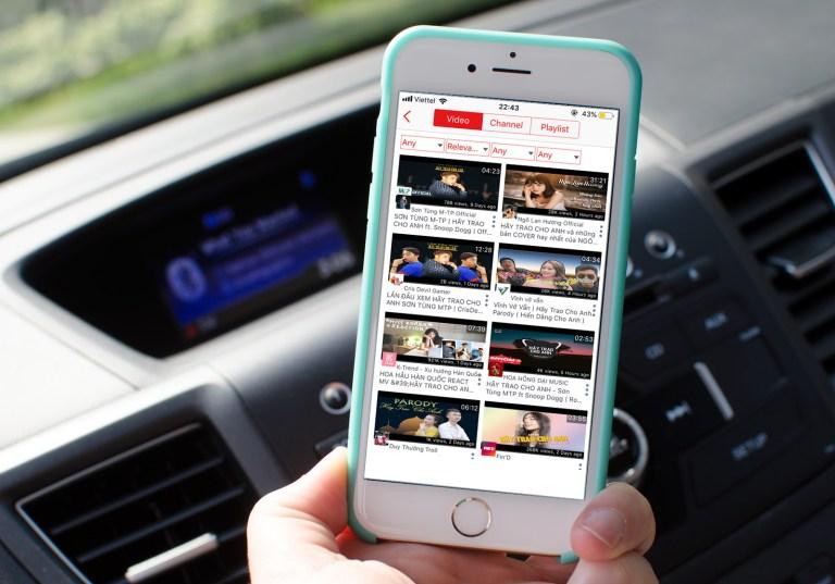 Sforum - Trang thông tin công nghệ mới nhất iphone-6-car-dash-music-hero Chia sẻ 3 ứng dụng tốt nhất để nghe nhạc YouTube tắt màn hình trên iPhone