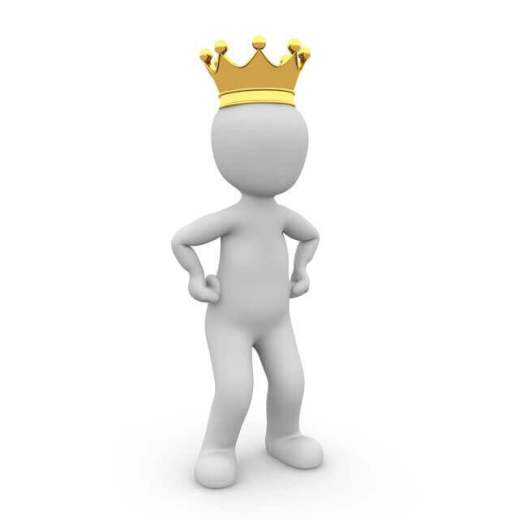 es un figura blanca digital con una corona