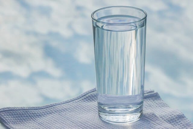 Es un vaso de agua sola