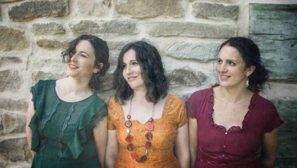 The Henry Girls – Light in the Window