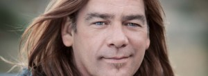 Folie_Alan_Doyle-900x330