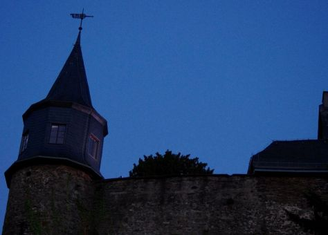 Maske_2 Burgmauer