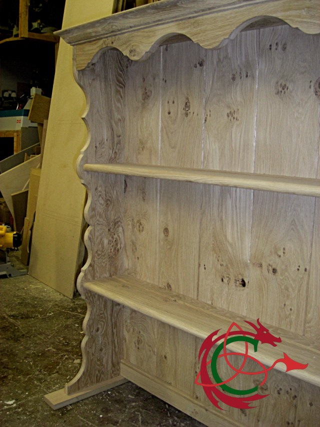 Welsh dresser rack, scrollwork, shelves with plate groove, intense wood grain, pippy oak