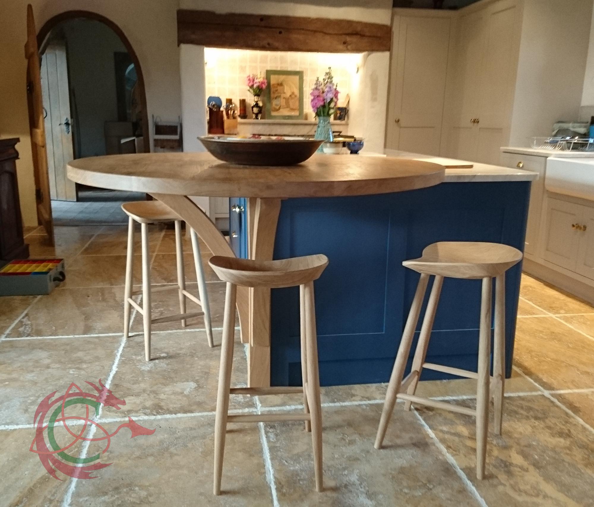 Breakfast bar in solid oak, kitchen island, stools