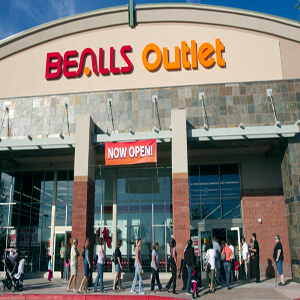 1110101044et  swv-beallsopen1112--11/5/10 A line of people wait for the grand opening of the Bealls Outlet store in Buckeye on Friday, Nov. 5, 2010.  The store offers brand-name apparels and accessories at discounted prices as well as toys and furniture.  Photo by Carlos Chavez/ The Arizona Republic