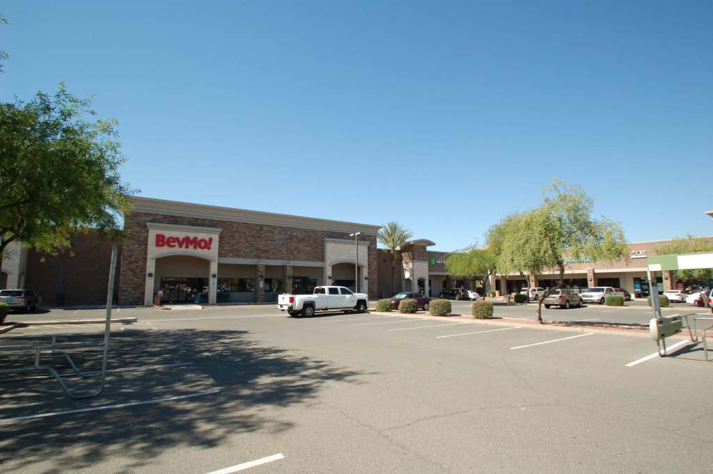 Velocity Retail Group Leases Vacant Big Box in Scottsdale to  New Virtual Restaurant Concept