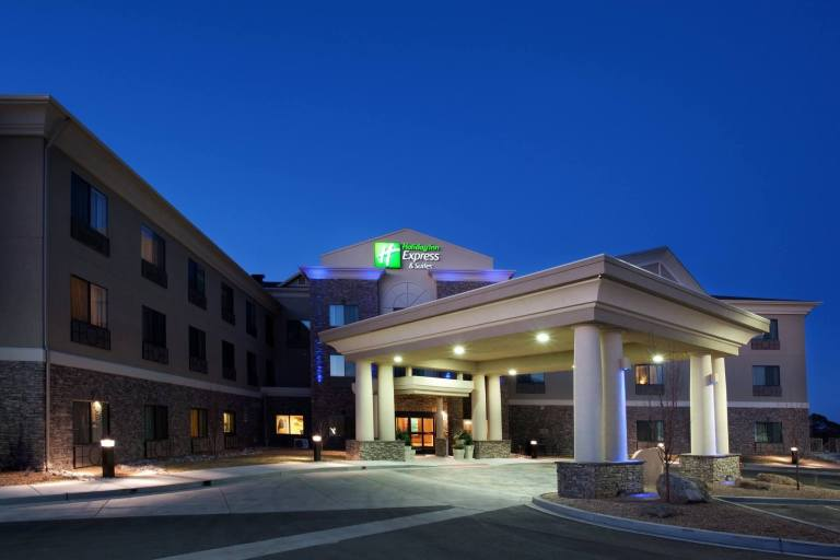 New York Investor Purchases Holiday Inn Express Los Alamos for $8.8 Million