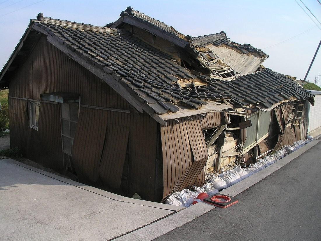 Deserted_house_4268683加古大池付近の廃屋加古川市.jpg