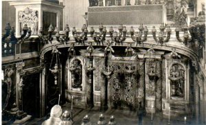 """The """"confessio"""" below the altar, above St. Peter's grave."""