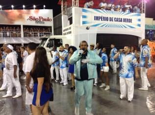 Carlos Júnior, intérprete do Império de Casa Verde, no Desfile das Campeãs (2017) - Foto de Cassius S. Abreu