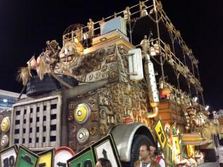 Terceira alegoria da Dragões da Real no Desfile das Campeãs (2017) - Foto de Cassius S. Abreu