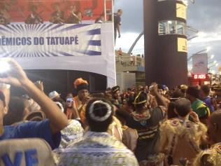Celsinho, intérprete do Tatuapé, na dispersão no Desfile das Campeãs (2017) - Foto de Cassius S. Abreu