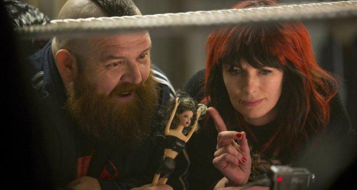 Lena Hadley e Nick Frost, Lutando pela Família (2019)
