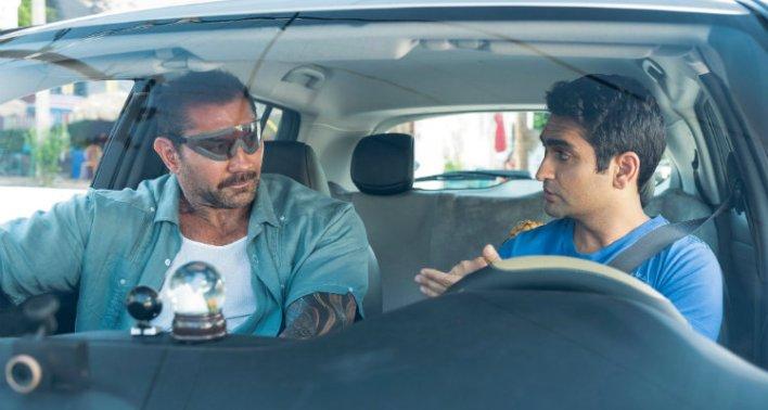 Dave Bautista e Kumail Nanjiani em Stuber: Corrida Maluca (2019)