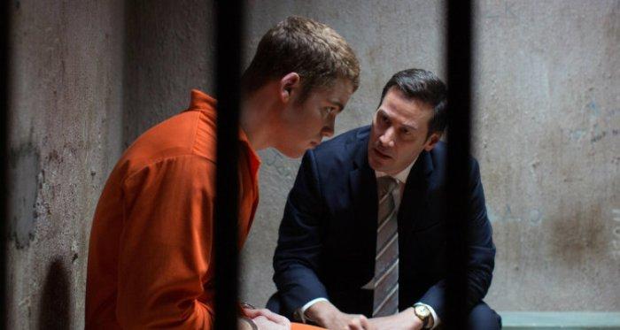 Mike Lassiter e Keanu Reeves em Versões de um Crime (The Whole Truth, 2016)