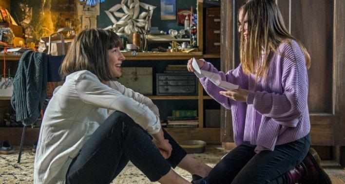 Cate Blanchett e Emma Nelson em Cadê Você Bernadette (2019)