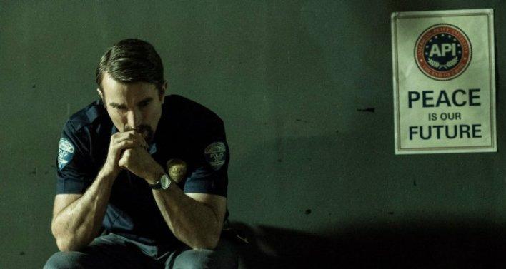Sharlto Copley em The Last Days of American Crime (2020) - Netflix