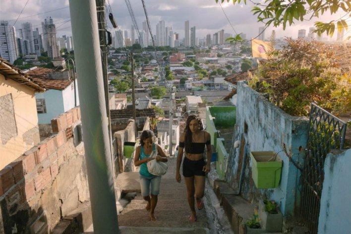 Luciana Souza e Sophia William em Inabitável